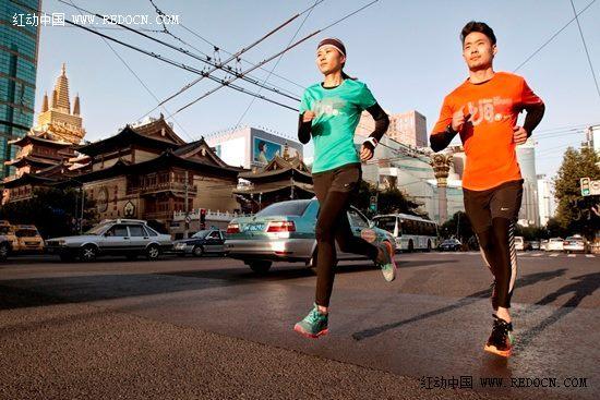 2013上海国际马拉松赛logo海报设计